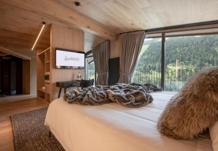 SUITE MARC WITH MOUNTAIN VIEWS